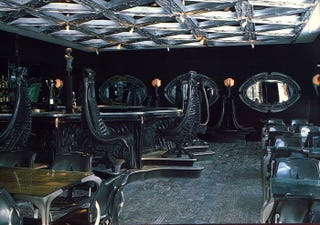 Illustration for article titled The Giger Bar, where you can sip a beer in the queen alien's womb