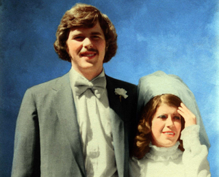 Illustration for article titled Thanks to His Fuckup Brother, Jeb Bush Has Only One Wedding Pic