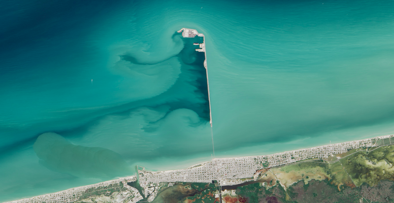 Illustration for article titled This 4-Mile Pier Leaves Devastatingly Beautiful Patterns in Its Wake