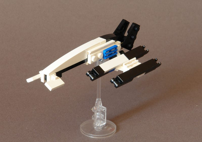 Illustration for article titled Tiny Lego Normandy SR-2 From Mass Effect