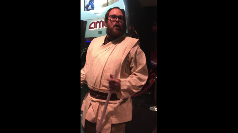 Opening night Last Jedi screening malfunctions, leading to small-scale uprising