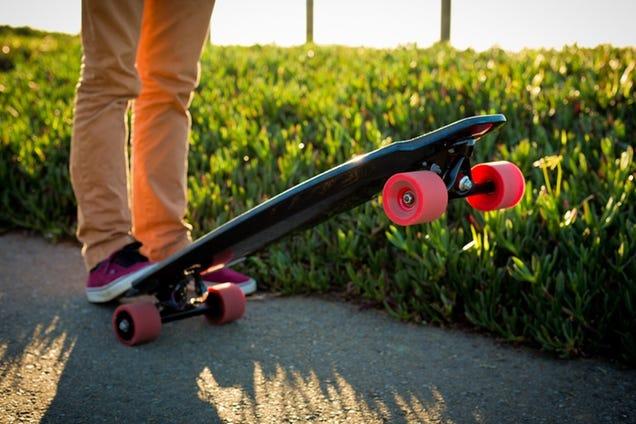 This Electric Skateboard Has Motors Inside Its Wheels