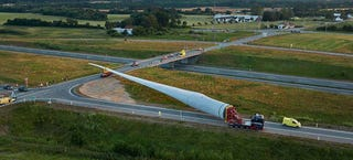 Illustration for article titled Moving the World's Largest Wind Turbine Blade Is a Logistical Nightmare