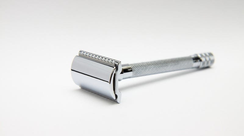 Clean Your Reusable Razor in a Snap with a White Vinegar Soak