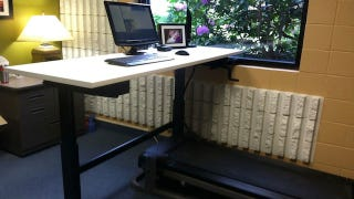 Illustration for article titled This DIY Treadmill Desk Helps You Stay Fit While You Work