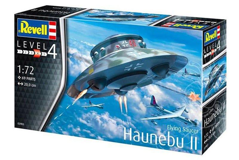 Illustration for article titled Ordenan retirar un platillo volante de juguete por sugerir que los nazis llegaron a viajar al espacio