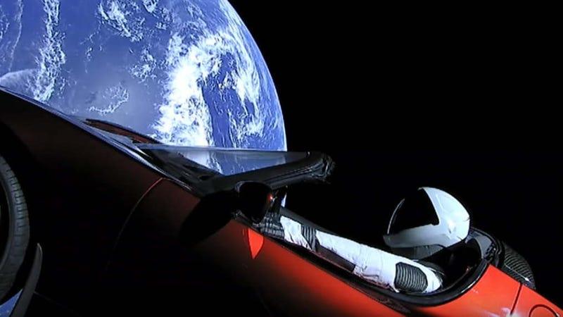El Tesla Roadster y Starman que Elon Musk mandó al espacio.