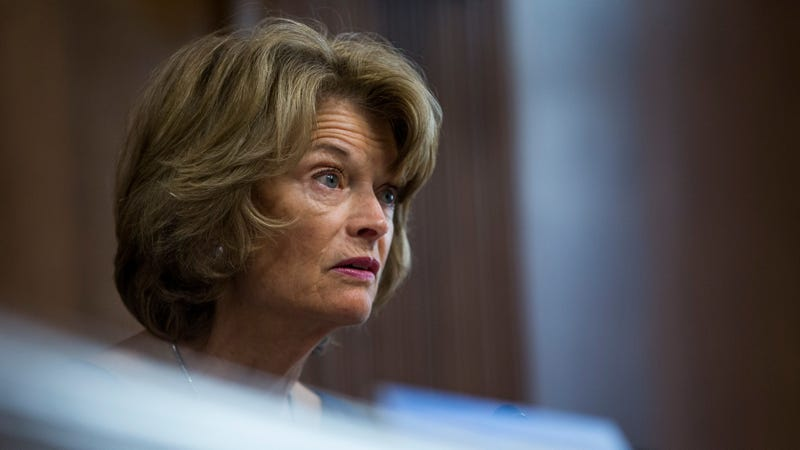 Illustration for article titled Sen. Lisa Murkowski Is Reportedly Iffy on How Mitch McConnell's Handling Impeachment
