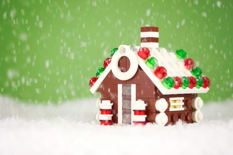 Illustration for article titled The Essence of Christmas Distilled into One Adorable LEGO Gingerbread House