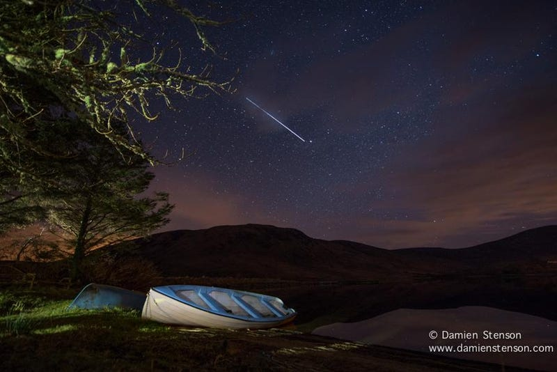 Illustration for article titled Breathtaking Photo of International Space Station Racing over Ireland