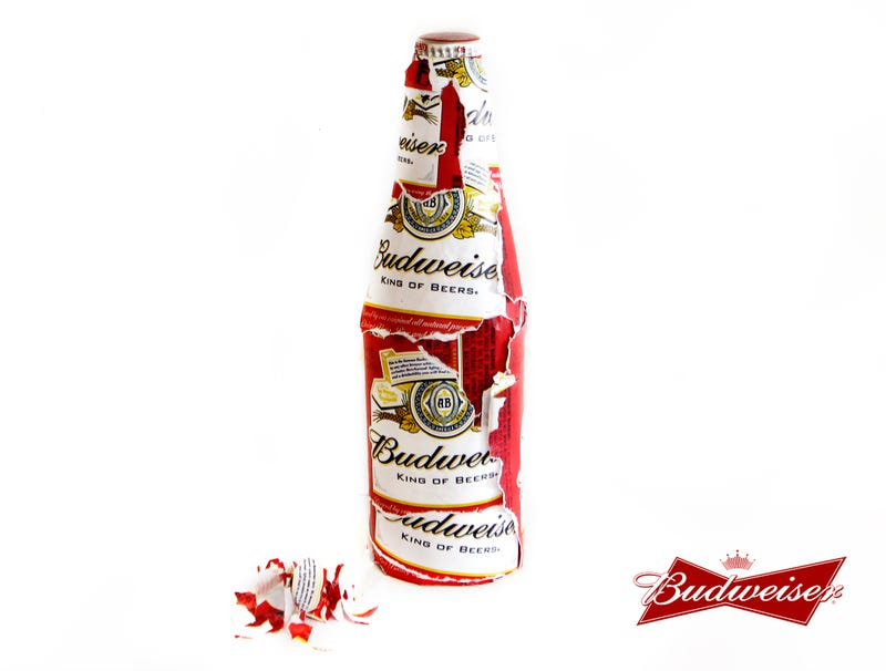 Illustration for article titled Budweiser Unveils Social Anxiety Bottle With 900% More Label To Pick At