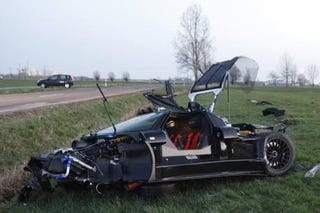Illustration for article titled 20-year-old destroys borrowed $400K Gumpert Apollo