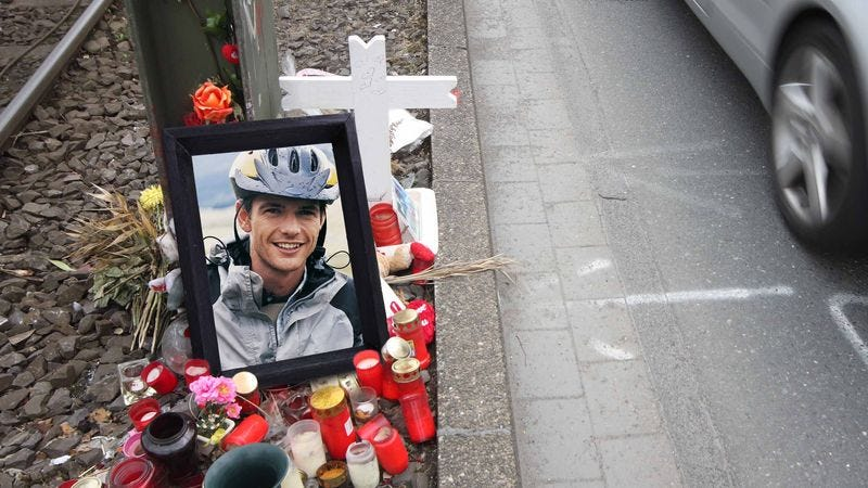 Illustration for article titled Cool Find! Someone Left A Perfectly Good Framed Photo Of A Cyclist Lying By The Side Of The Road