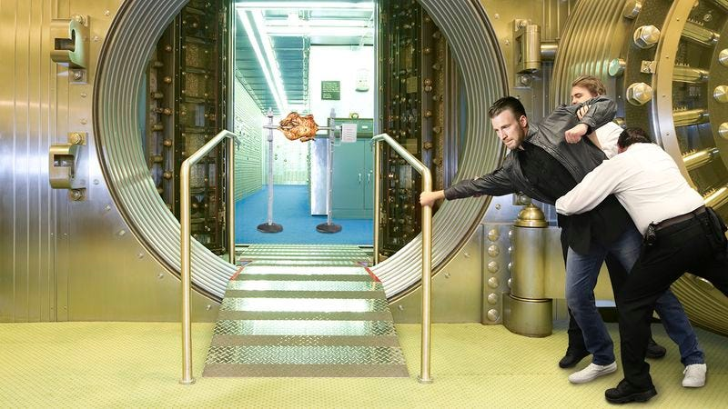 Illustration for article titled 5 Times Chris Evans Proved That Even Famous People Will Try To Break Into Fort Knox If They Hear There's A Rotisserie Chicken Somewhere In The Vaults