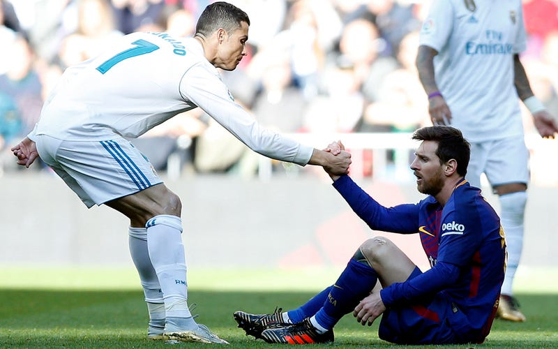Illustration for article titled Shocking Video Reveals That Ronaldo And Messi Have Different Personalities