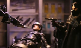 Illustration for article titled GI Joe Movie Battles, Destuction And Torture Renacted In Toy Form