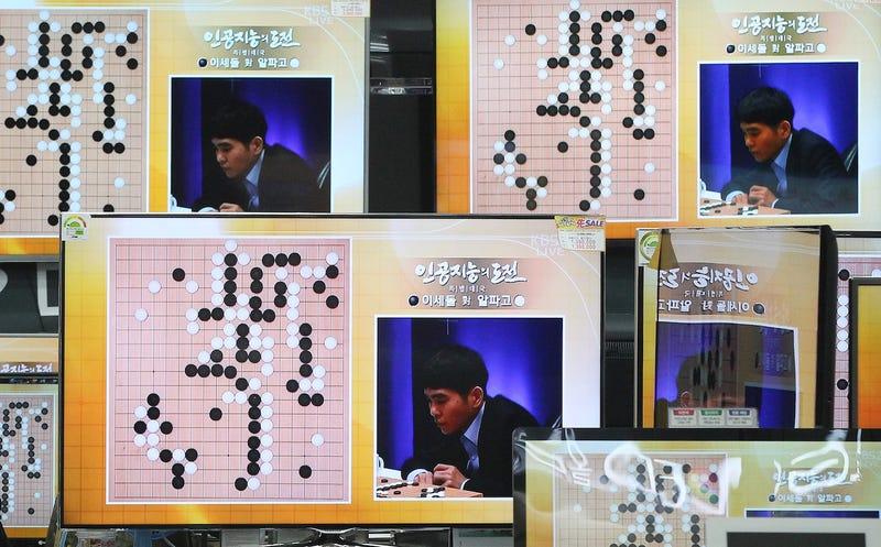 Lee Sedol, jugador de Go profesional, se enfrenta a AlphaGo, la inteligencia artificial de Google. (Foto: AP Images)