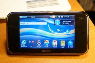 Illustration for article titled Optima OP5-E Tablet Caught on Video and Gives Nokia's N900 the Eye