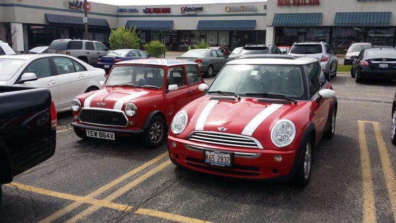 Illustration for article titled Size Comparison: Classic Mini vs Mini Cooper (R50)