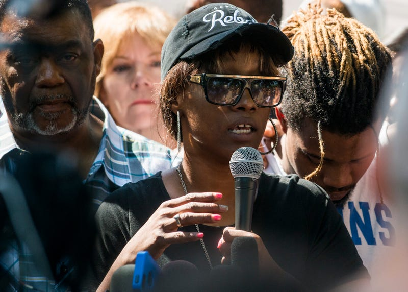 Diamond Reynolds speaks to a crowd outside the Governor's Mansion in St. Paul, Minn., on July 7, 2016. (Stephen Maturen/Getty Images)