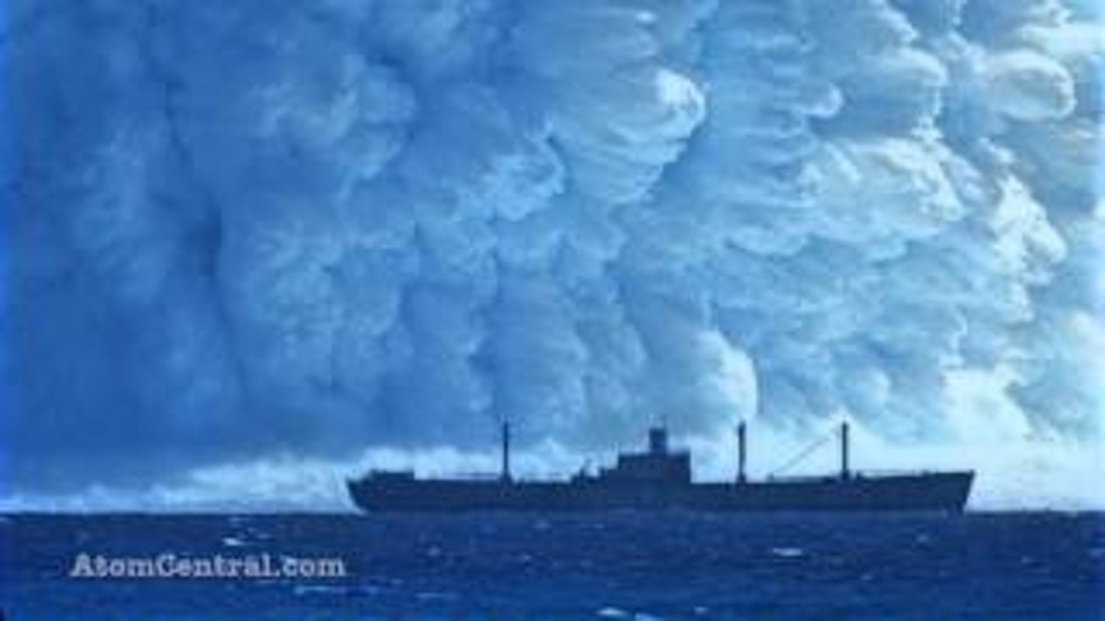 This Is What Happens When a Nuclear Bomb Explodes Under Water