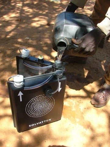 Illustration for article titled Solvatten Solar Jerrycan Purifies Water Using Nothing But Sunshine