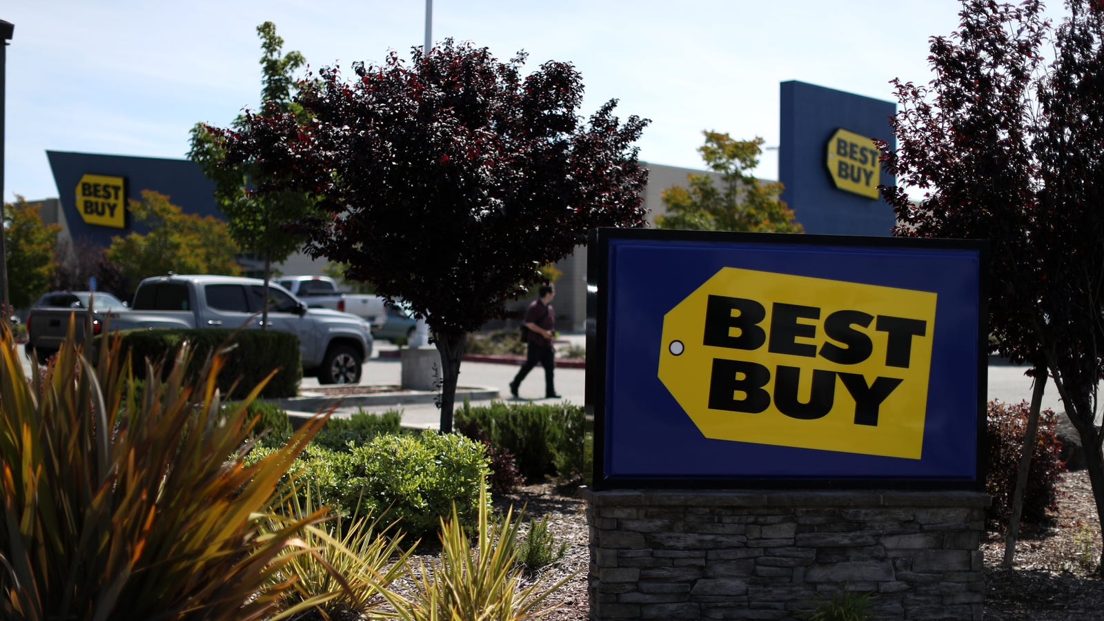 You Can Now Get Your Busted Apple Products Repaired at Best Buy