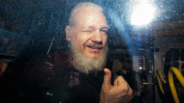 Witness Says Assange Was Offered a Pardon to Help Trump, U.S. Lawyers Don't Argue