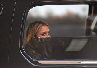 Illustration for article titled Mary Kate Olsen Gives Chauffeured Shade