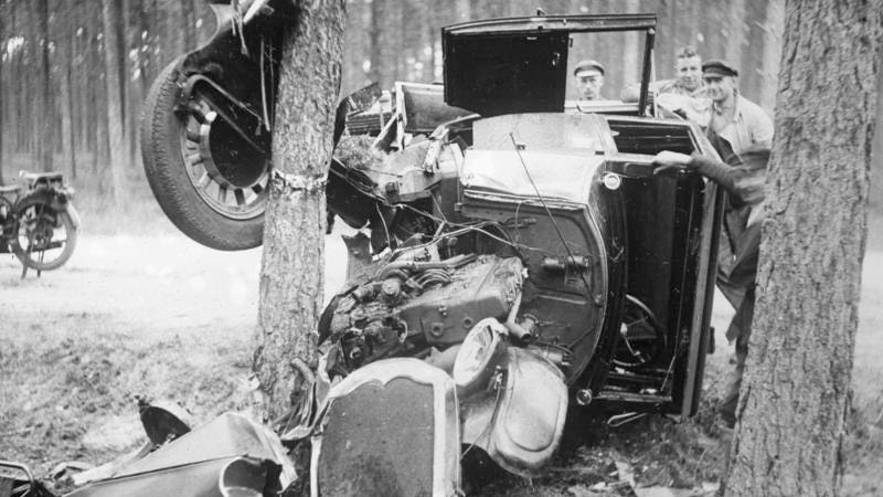 Illustration for article titled What a 1930s car crash looked like