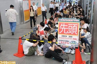 Illustration for article titled Japanese People Actually Lining Up For Xbox 360 Exclusive? Oh Yes.