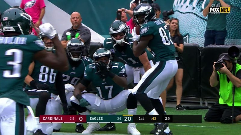 Illustration for article titled The Eagles Pulled Off A Ridiculously Elaborate Baseball-Themed TD Celebration