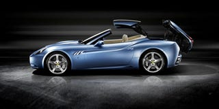 Illustration for article titled The Ferrari California Shows How It Goes Topless