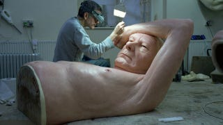 Illustration for article titled These hyperrealistic sculptures of giants must be seen to be believed