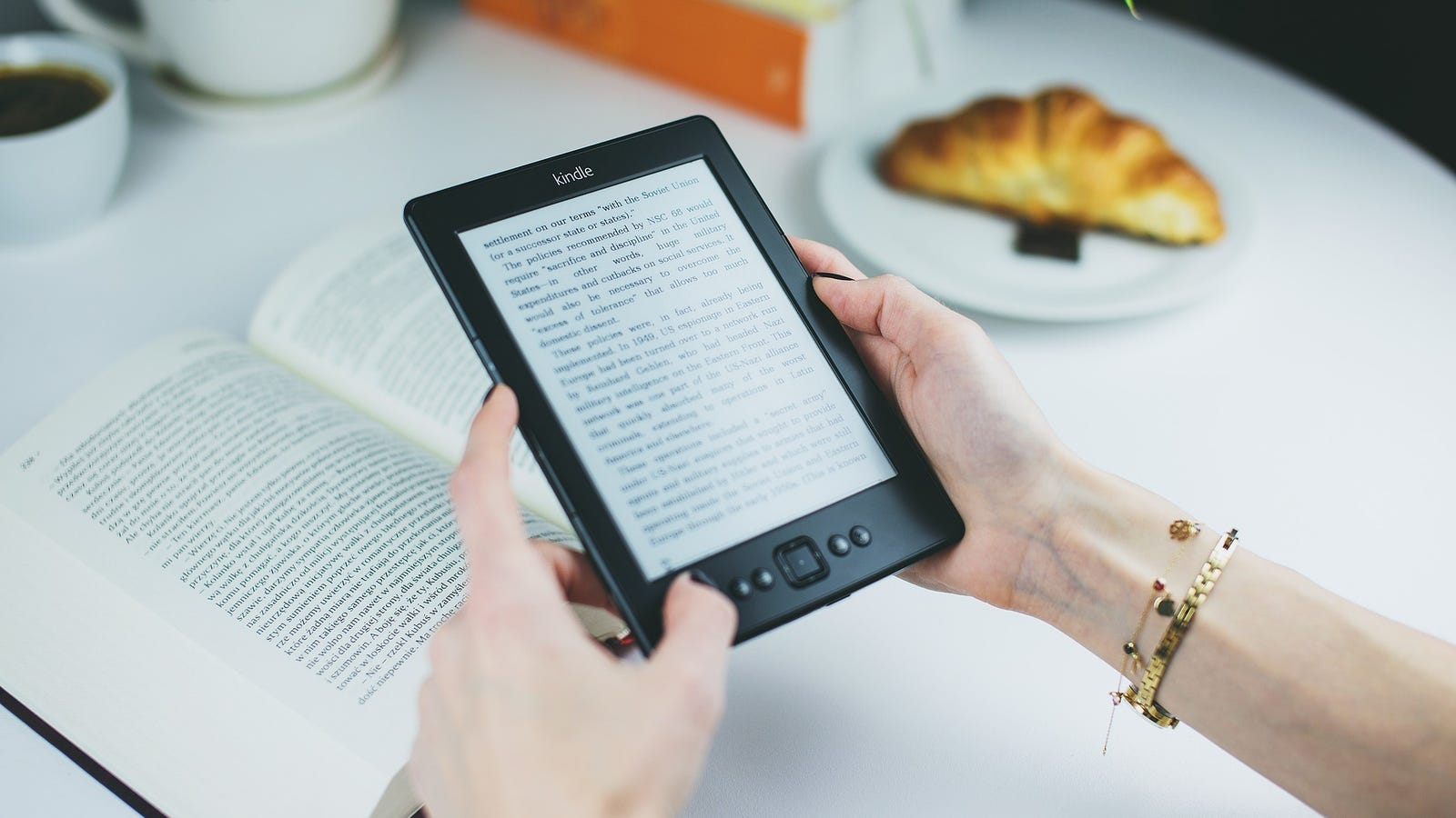 How to Keep Forever the Music, Movies or Ebooks You 'Buy' on Amazon
