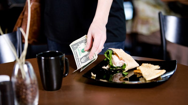 Illustration for article titled Should Restaurants Abolish Tipping?