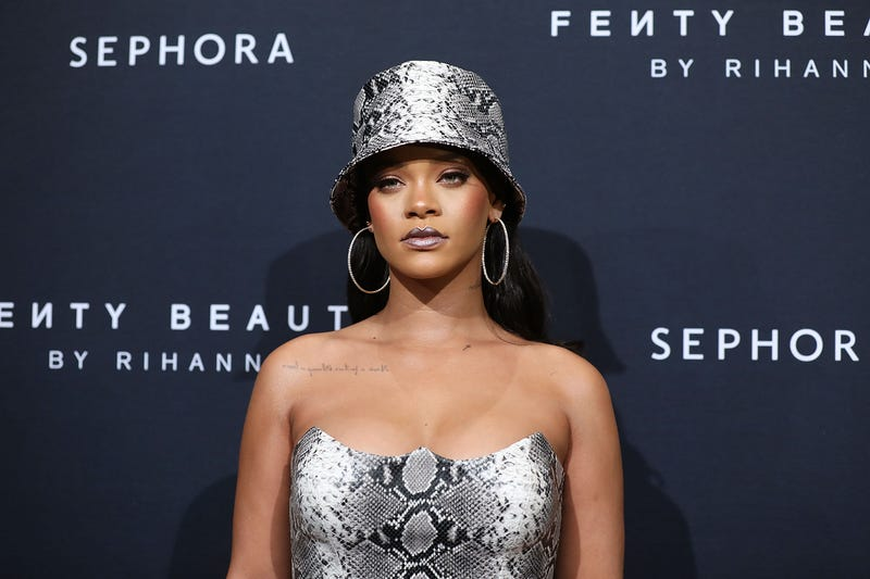 Illustration for article titled 'Terrorism': Rihanna Calls the Pepper Spray Attack Against Migrants Seeking Asylum Exactly What It Is