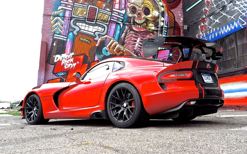 Illustration for article titled Detroit to Vegas (and back) in a 2016 Viper ACR