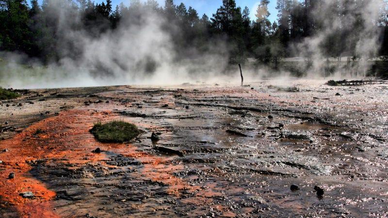 Uno de los estanques termales de Yellowstone.