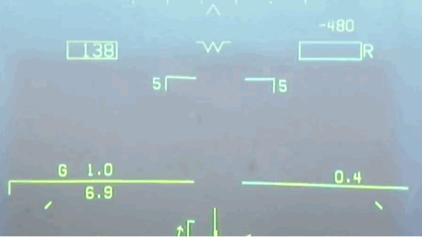 Aterrizar en un portaaviones con visibilidad cero es así de espeluznante