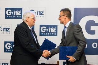 Illustration for article titled Elképzelhető, hogy Szijjártó Péter lesz Orbán Viktor utóda?
