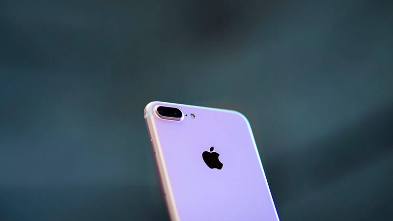 the mystery of the hissing iphone 7s. Black Bedroom Furniture Sets. Home Design Ideas