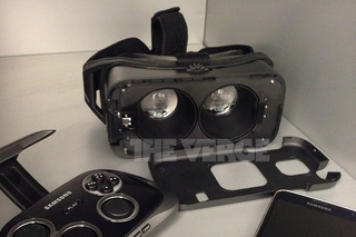 Illustration for article titled Is This Samsung's Phone-Powered VR Headset?