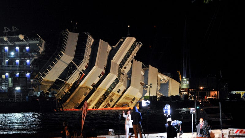 Illustration for article titled The Crazy Engineering Feat That Raised The 50,000 Ton Costa Concordia