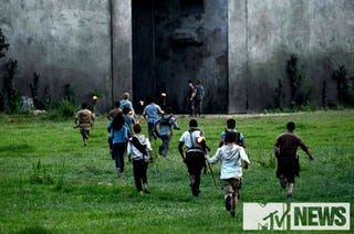 Illustration for article titled First-ever pictures from the set of The Maze Runner