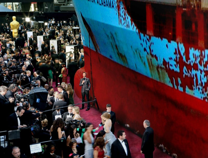 Illustration for article titled Ryan Seacrest Catches Up With 'Captain Phillips' Star Maersk Alabama On Red Carpet