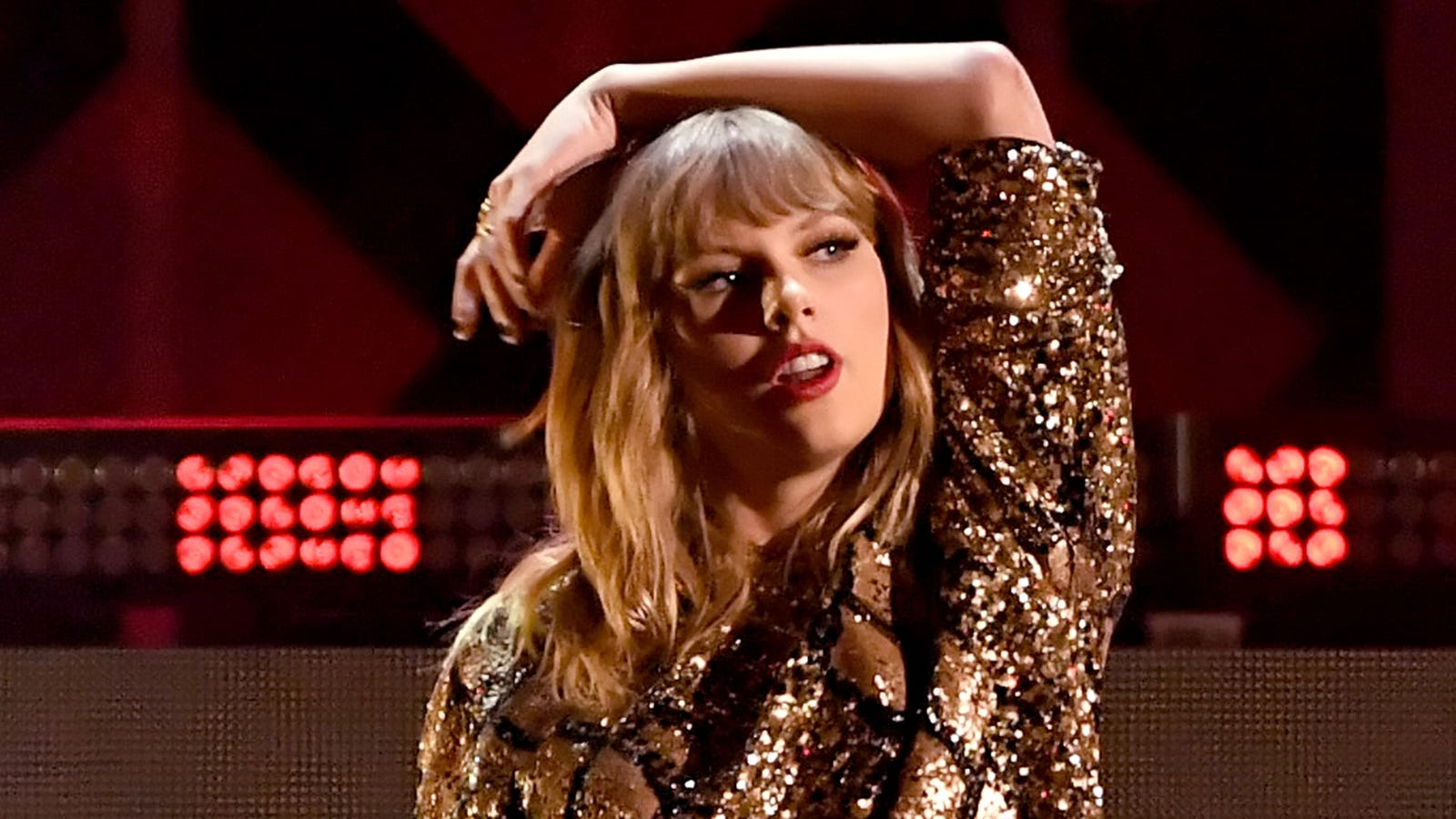DJ Who Groped Taylor Swift Paid His $1 Settlement to Her in the Rudest Way Possible