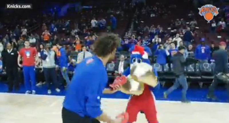Illustration for article titled Sixers Mascot Gets Robin Lopez A Christmas Present, Catches His Hands In Return