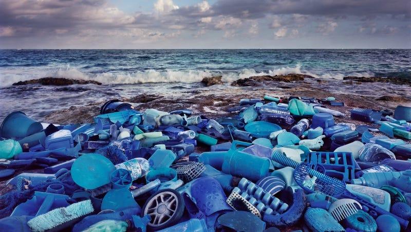 Illustration for article titled Descubren una manera eficiente y limpia de convertir el plástico en combustible diésel