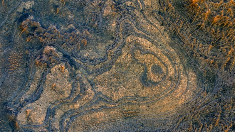 Illustration for article titled This gorgeous patch of Mars would be a great place to send future rovers